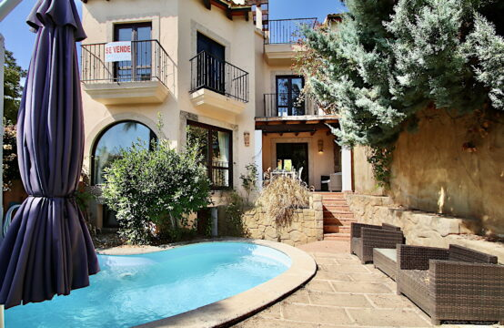 Camp de Mar: Beautiful detached house with pool on the golf course in Camp de Mar for sale