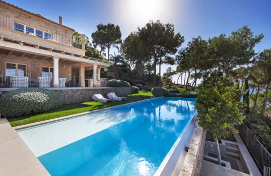 Camp de Mar: Luxurious Villa with 5 bedrooms, spacious terraces and 70 m2 pool for sale