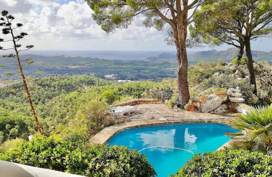 Son Font: spacious country house with pool and views over the south-west coast of Mallorca