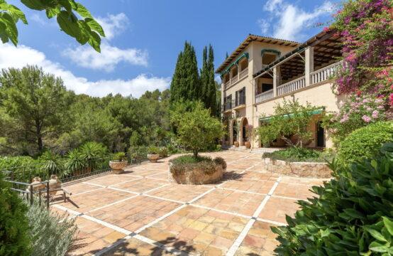 Andratx: Mediterrane Villa mit großzügigem Grundstück, Pool und Meerblick zu verkaufen