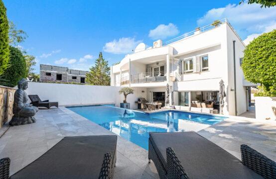 Port Andratx: Luxus-Doppelhaushälfte mit eigenem Pool, Terrassen und Hafenblick zu verkaufen