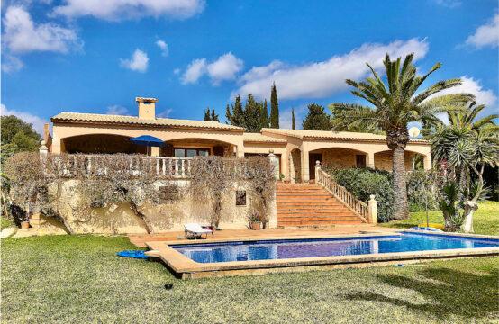 Son Servera: Finca am Golfplatz mit 4 Schlafzimmern und Terrassen auf einer Ebene, Pool und großer Garten zu verkaufen