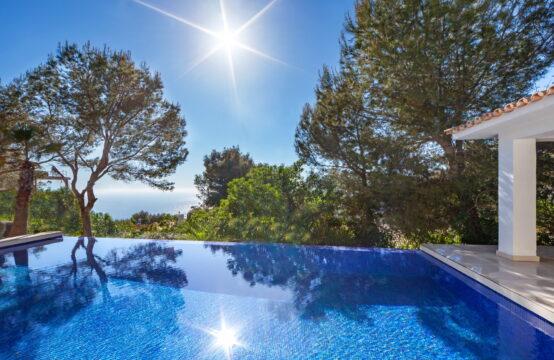 Port Andratx: moderne Villa mit Meerblick und viel Privatsphäre zu verkaufen