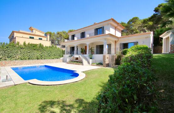 Port Andratx: Exklusive sanierte Villa mit großem Garten und Meerblick im Südwesten von Mallorca zu verkaufen