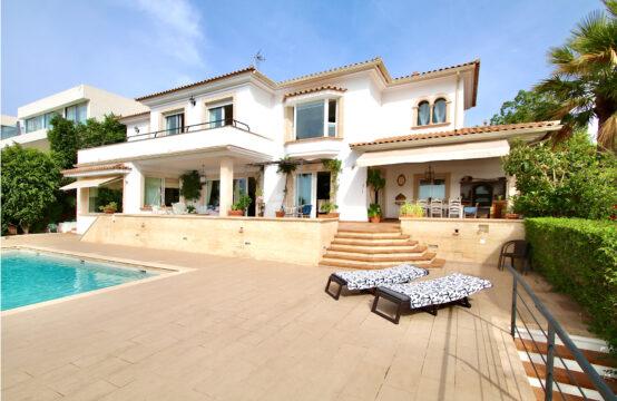 Bendinat : Villa avec vue imprenable sur la mer à deux pas du golf de Bendinat