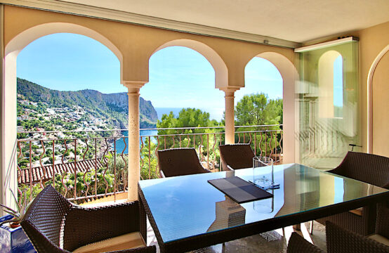 Port Andratx: 2 bedroom apartment with sea views in luxurious residency for sale